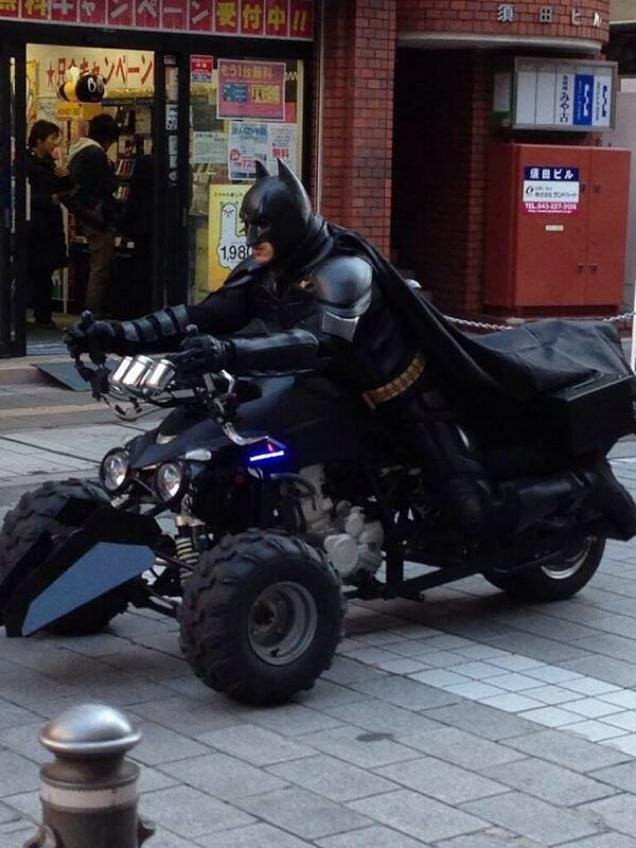 "ChiBatman cruising the streets with his trust ""BatPod"" Trike."