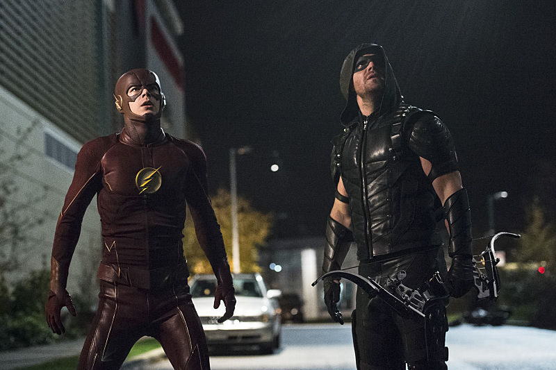 "The Flash -- ""Legends of Today"" -- Image FLA208B_0295b.jpg -- Pictured (L-R): Grant Gustin as The Flash and Stephen Amell as The Arrow -- Photo: Cate Cameron/The CW -- © 2015 The CW Network, LLC. All rights reserved."