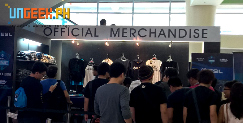 Merch ranges from 1300 to 3500. By the end of the day most of the high-priced merchs were sold out!