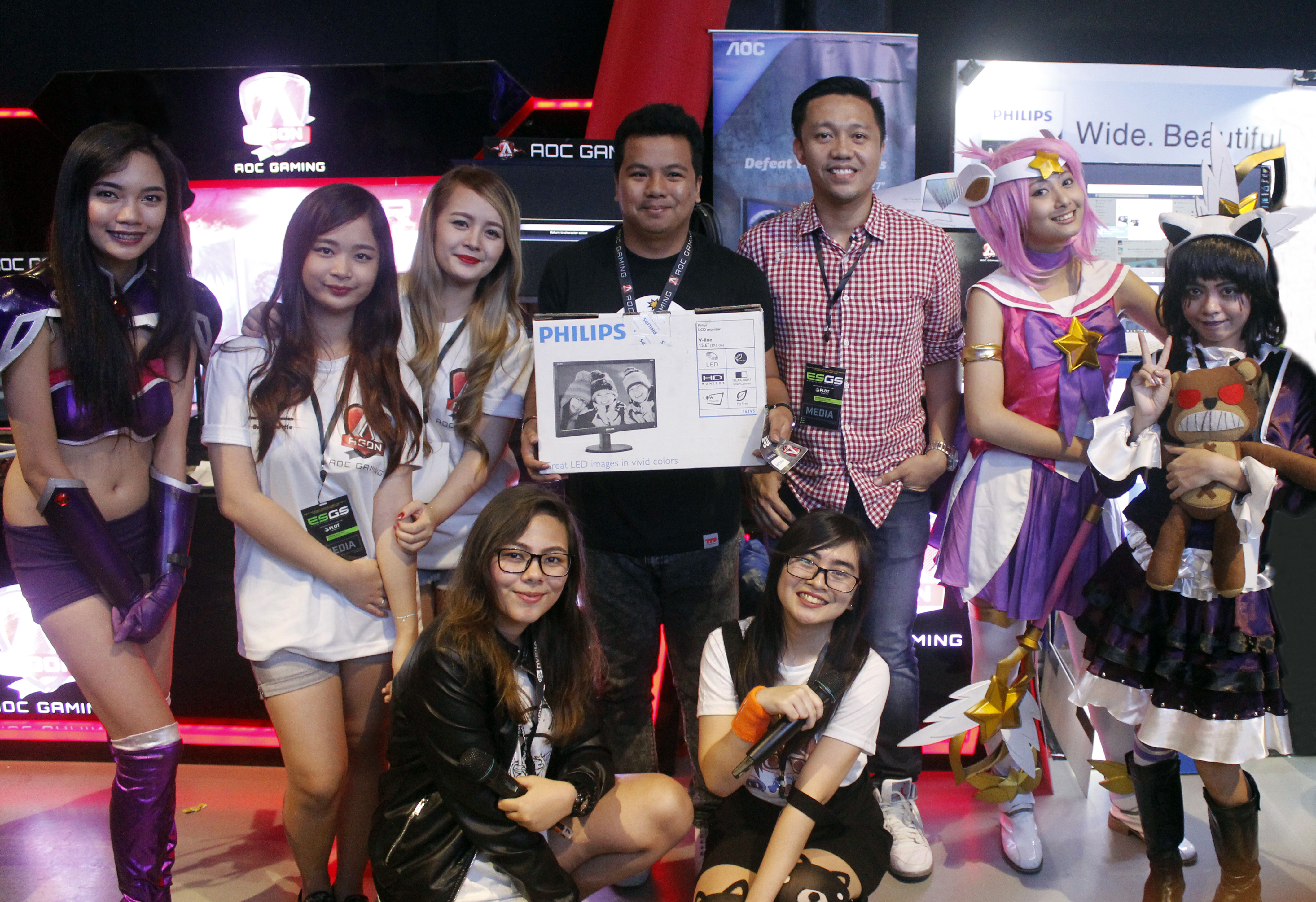 A lucky participant got to bring home his very own Philips Monitor and even got a photo opportunity with the ever charming miss Rikki Quiapon!