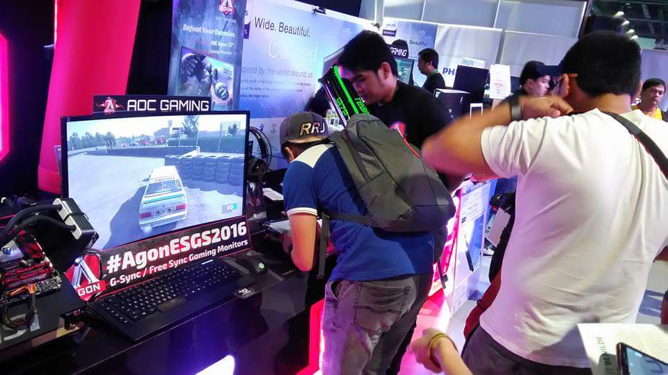 Guests took the time to register to get freebies and souvenirs courtesy of AOC Gaming and Philips Monitors!