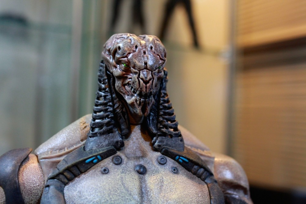 Here's the Footsoldier without his helmet. UGLY. Can give the Predator a run for his money as ugliest alien ever.