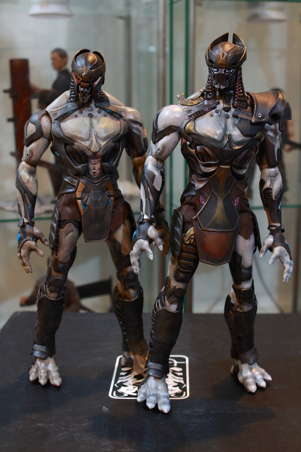 Left: Footsoldier, Right: Commander. Notice the differences: color, armor, and helmet. In terms of size they're relatively the same.