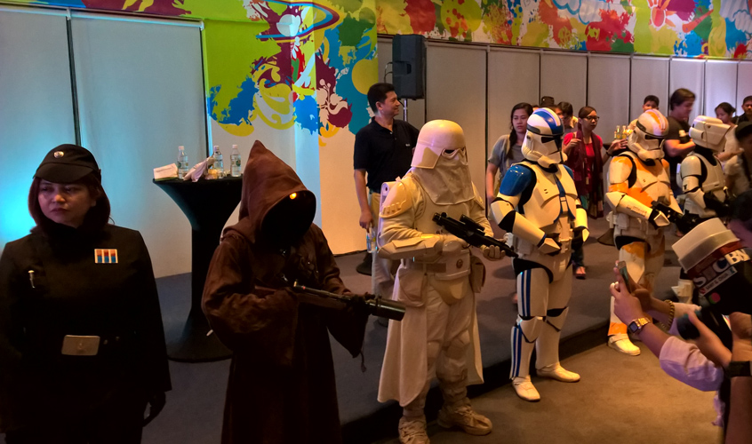 Of course, the baddies needed to be present as well! Presenting the Empire's finest -- and a Jawa (teeni). :D