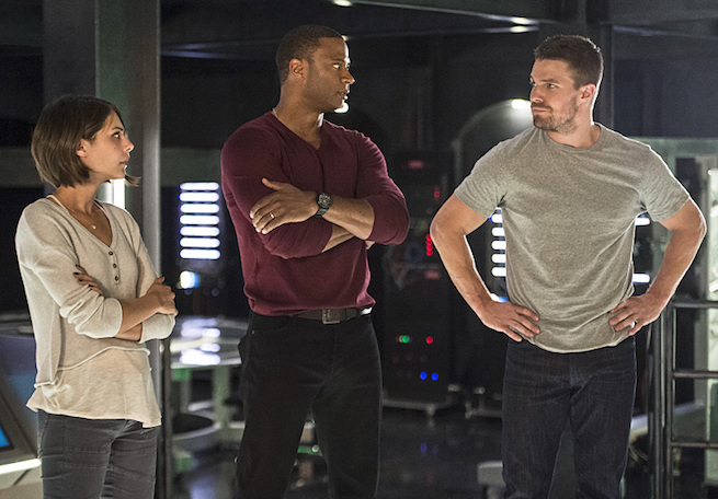 "Arrow -- ""Haunted"" -- Image AR404B_0182b.jpg -- Pictured (L-R): Willa Holland as Thea Queen, David Ramsey as John Diggle and Stephen Amell as Oliver Queen -- Photo: Cate Cameron/ The CW -- © 2015 The CW Network, LLC. All Rights Reserved."