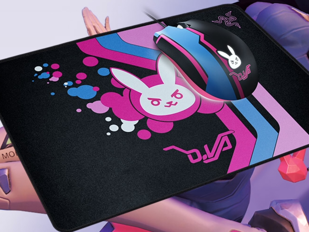 880c838efe9 This next one plays a lot closer to my heart – the Razer MEKA headset! Done  in the style of D.Va's headset from her default plugsuit outfit, ...